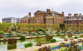 image of kensington  - View of Kensington Palace in London  - JPG