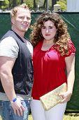 LOS ANGELES - JUN 7: Kaycee Stroh und Ehemann Benjamin auf die Zeit der Helden Celebrity Karneval t