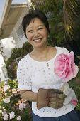 Jardineiro com bela rosa