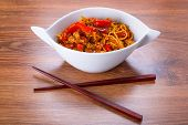 Chow mein noodles with chicken in chinese sauce