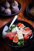 Salad with fresh figs, cheese, prosciutto and cheese