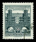 AUSTRIA-CIRCA 1958:A sello impreso en AUSTRIA muestra imagen de Karl Marx-Hof es uno de los más conocidos