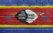 Bandera de Suazilandia en pared de ladrillo
