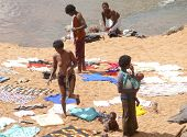 Namapa, Mozambique - 6 Desember 2008: Unknown African Women Wash Clothes In The River.
