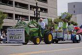Salt Lake City, Utah - 3 de junho: Residentes de Wiley saudação democrática Reprentative Larry o orgulho P