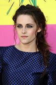 LOS ANGELES - MAR 23:  Kristen Stewart arrives at Nickelodeon's 26th Annual Kids' Choice Awards at t