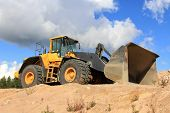 Volvo 220F Wheel Loader
