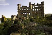 Bannerman Castle Front Vies