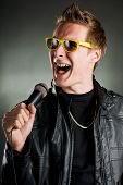 Rockstar mit Sonnenbrille