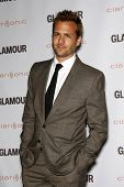 LOS ANGELES - 24 oktober: Gabriel Macht arriveert op de 2011 Glamour Reel momenten Premiere op bestuurders
