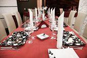 Moderna mesa de jantar do restaurante