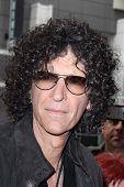 LOS ANGELES - 24 de abril: Howard Stern chega a