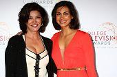 LOS ANGELES - 25 de Abr: Shohreh Aghdashloo, Morena Baccarin llega en el 2013 College televisión Aw