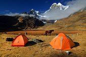 Camping em Cordiliera Huayhuash, Laguna Jahuacocha, Peru, América do Sul