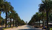 SALOU, Spanien - SEPTEMBER 22: Urlauber auf die Jaime I Straße, die neben der Strand-Herstellung läuft