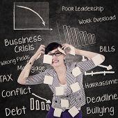 Empresaria tiene dolor de cabeza y problemas