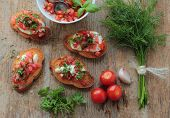 Crunchy bruschetta and vegetables