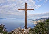 Cruz de madera en el Monte Athos