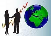 Un hombre de negocios y una mujer en silueta estrecharme la mano en frente de un gráfico que muestra un año tras año y