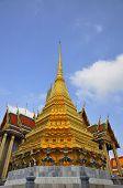 Постер, плакат: Золотая ступа храм Ват Prakaew