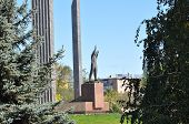 picture of yuri  - Monument to the first cosmonaut Yuri Gagarin - JPG