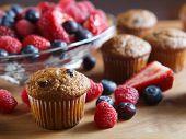 Berry bran muffins met fruit
