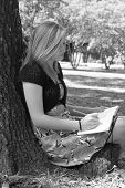 allein mit ihren Gedanken und Journal