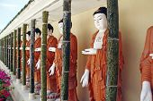 A row of Buddha.