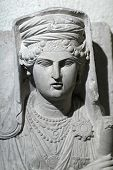 picture of deceased  - Sculpture of a deceased woman at the Palmyra graves - JPG