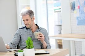 foto of stressless  - Relaxed man working form home on laptop - JPG