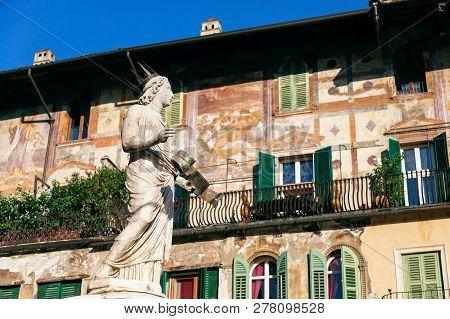 Fountain Of Madonna Verona lady