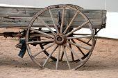 Roda e velho vagão buckboard