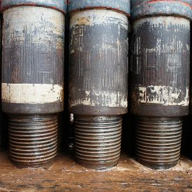 picture of box-end  - Row of tool joints at pin end of drill pipe Standing On the floor - JPG