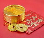 gold gift box With the Chinese red envelopes