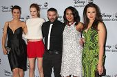 LOS ANGELES - JAN 17:  Bellamy Young, Darby Stanchfield, Guillermo Diaz, Kerry Washington, Katie Low