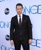 LOS ANGELES - SEP 21:  Josh Dallas arrives to the
