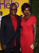 LOS ANGELES - AUG 09:  VIOLA DAVIS & husband JULIUS arrives to the