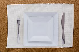 picture of table manners  - Serving Breakfast pack with two square plates - JPG