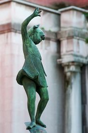 foto of vicenza  - Detail of the fountain in Contr - JPG
