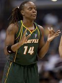 LOS ANGELES, CA. - SEPTEMBER 16: Shannon Johnson talking to her teammates during the WNBA playoff ga