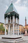 Straße mittelalterliche Grab in bologna