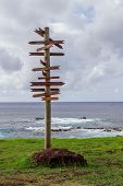 Post on a Isla de Pascua. Rapa Nui. Easter Island