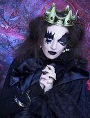 image of evil queen  - Mad queen - JPG