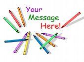 Lápices de colores con espacio para mensaje