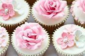 pic of sugarpaste  - Wedding cupcakes - JPG