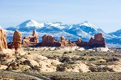 Arches Nationalpark mit La Sal Mountains, Utah, USA