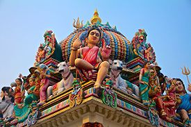 picture of hindu  - Hindu deity on the roof of the Sri Mariamman hindu temple in Singapore - JPG