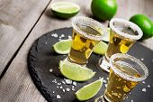 Постер, плакат: Gold mexican tequila shot