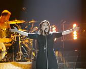ATLANTIC CITY, NJ - OCTOBER 10: Singer Kelly Clarkson gestures as she performs at the Trump Taj Maha