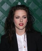 LOS ANGELES - APR 13:  KRISTEN STEWART arriving to